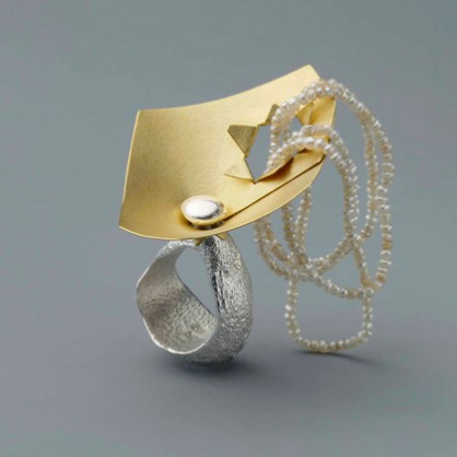 Johanna Dahm, ring, Enhancement,2012, zilver,goud, parels